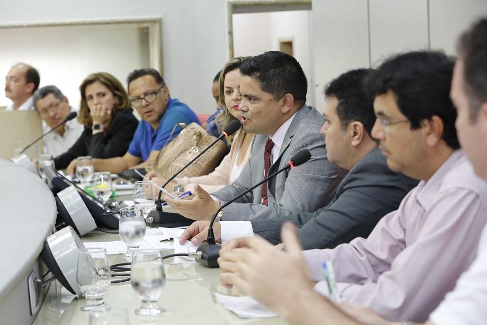 APROVADA – Deputado Jesuíno garante dentistas em UTIs de hospitais