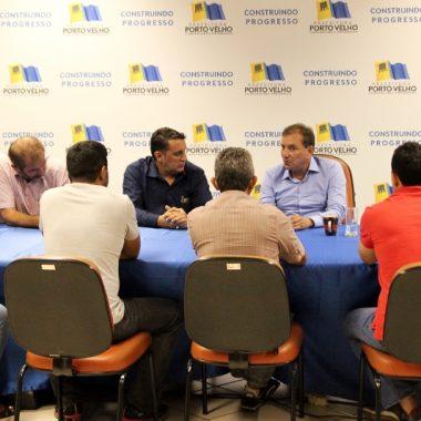 Júnior Cavalcante leva técnicos da arrecadação municipal ao prefeito Hildon Chaves