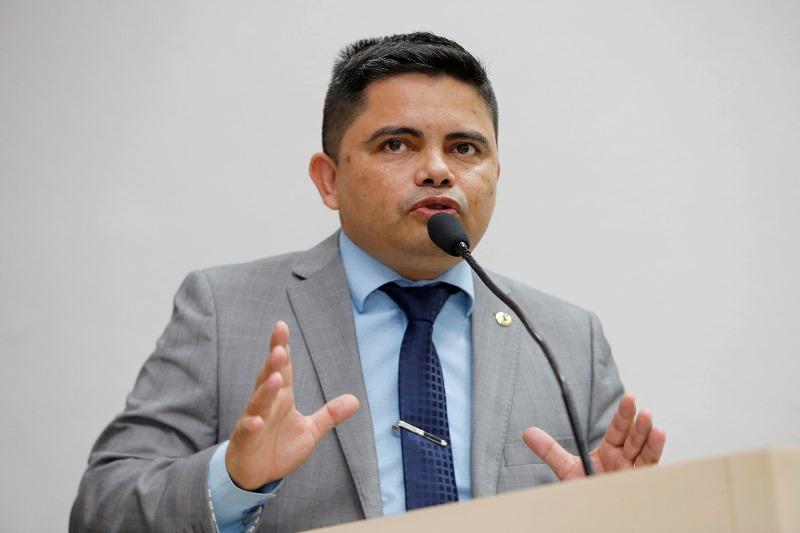 Jesuíno apresenta projeto de lei para integrar odontólogos em equipes de UTI