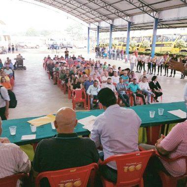Maurão de Carvalho prestigia entrega de ônibus escolares em Buritis