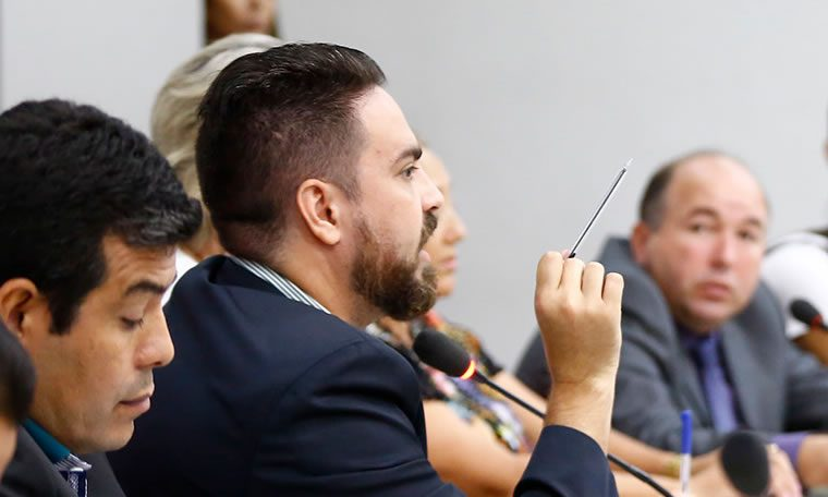 Léo Moraes preside Audiência Pública para discutir Passe Livre