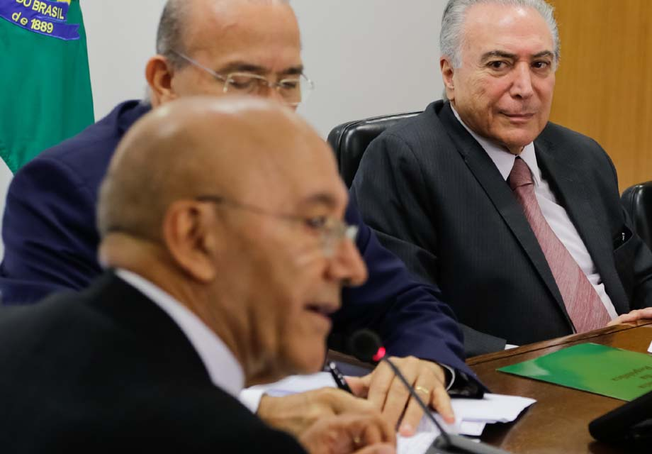 Confúcio Moura recusa convite para jantar com Temer, diz site