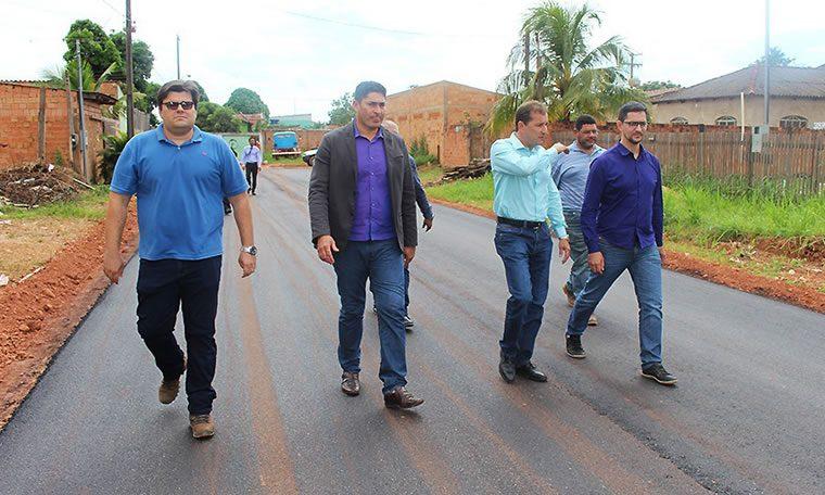 Deputado Anderson mostra urgências do bairro Costa e Silva ao prefeito Dr. Hildon