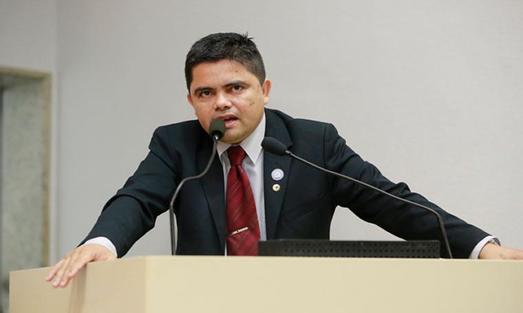 Deputado Jesuíno aprova lei que isenta taxa de concurso