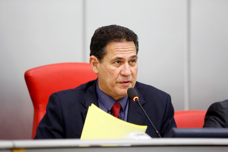 Maurão de Carvalho pede máquinas de manutenção para Semosp de Cacoal