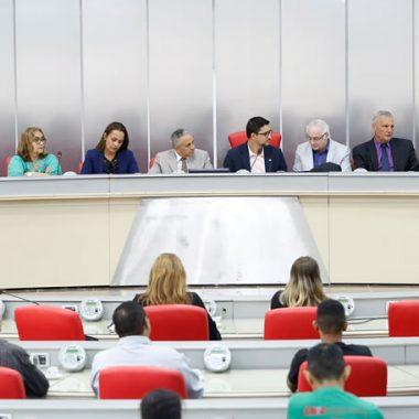 Reunião extraordinária debate temas pertinentes à educação