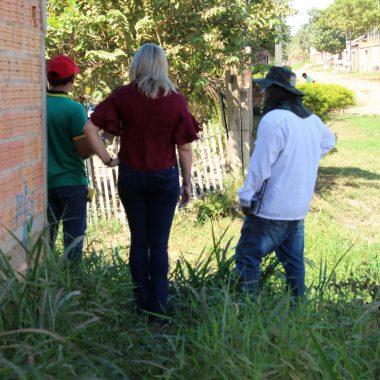 BAIRRO JARDIM SANTANA- Vereadora Ada Dantas fez visita ao bairro para solicitação de providências