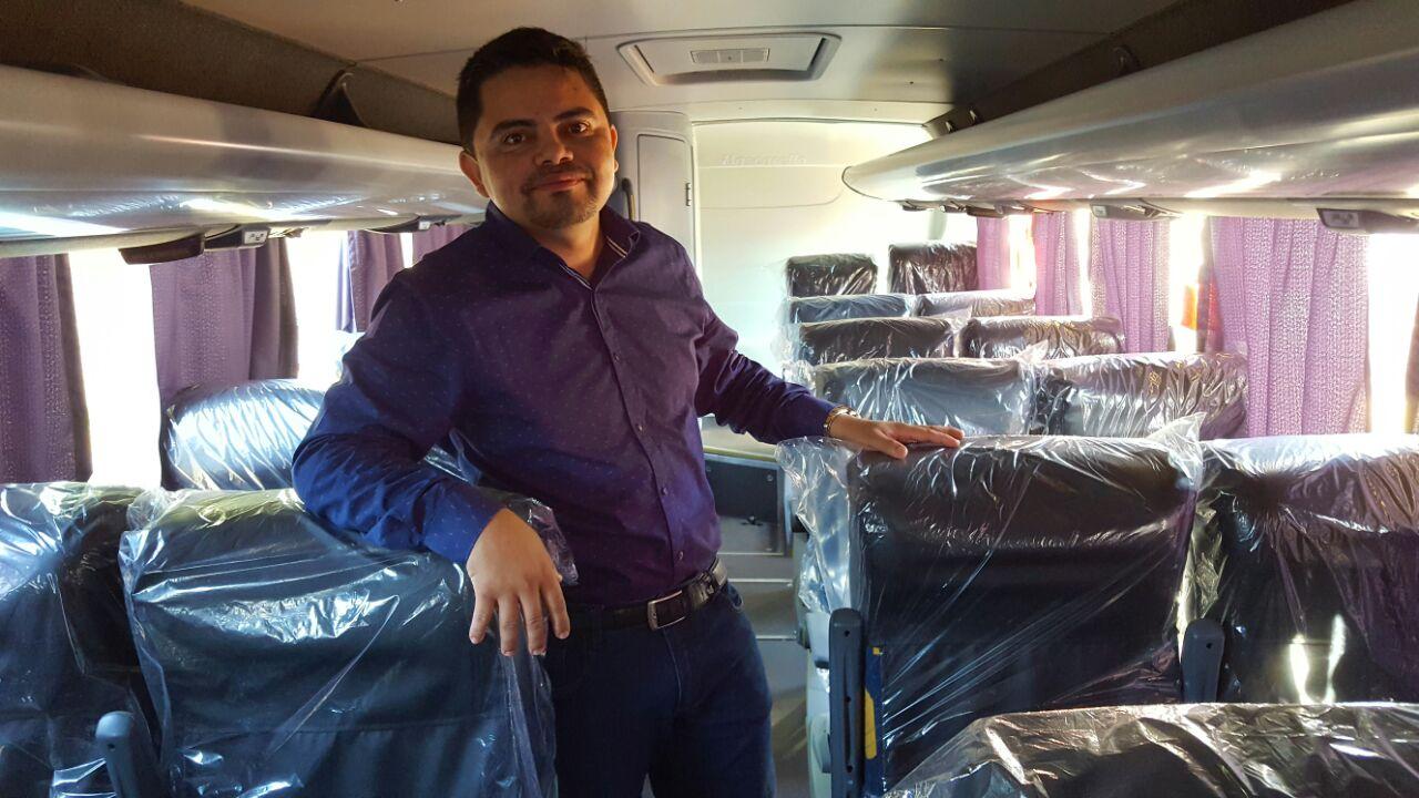 Deputado Jesuíno vistoria ônibus e micro-ônibus que vão ser entregues ao CTPM e Banda de Música