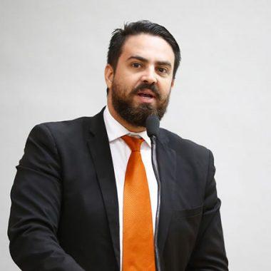 Deputado Léo Moraes se pronuncia e diz que é contra aumento da passagem de ônibus