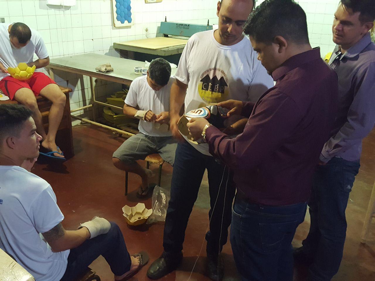 PINTANDO A LIBERDADE - Jesuíno Boabaid conhece projeto de ressocialização no Ênio Pinheiro