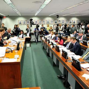 Deputados podem votar hoje em comissão especial mudanças no sistema eleitoral