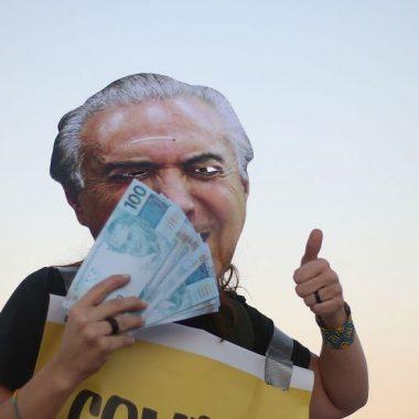 Dos deputados que votaram pró-Temer, 42% são investigados; confira lista