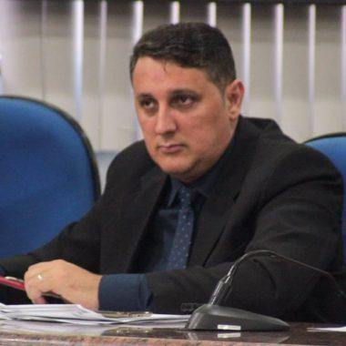 Júnior Cavalcante solicita agilidade nas obras de drenagem e asfalto