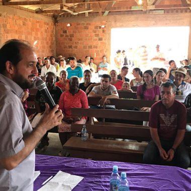 Laerte Gomes participa de entrega de implementos para Agrifamilia