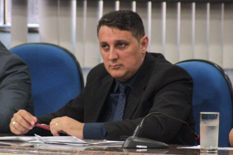 """""""Financiamento público para campanhas é um absurdo"""", afirma vereador Júnior Cavalcante"""