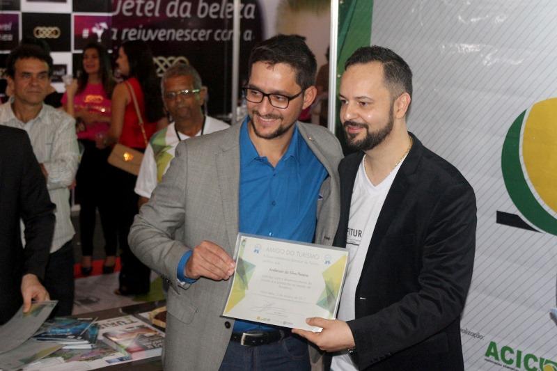 Anderson do Singeperon recebe diploma de Amigo do Turismo