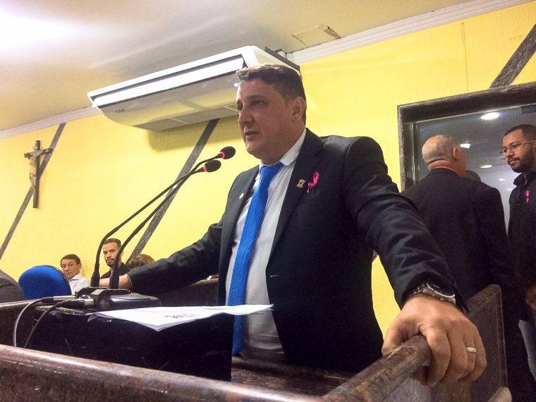 Junior Cavalcante comemora volta do qüinqüênio do servidores municipais
