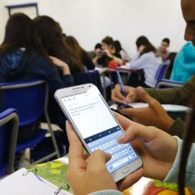 É LEI – Em Rondônia, professores poderão punir alunos que utilizarem celular