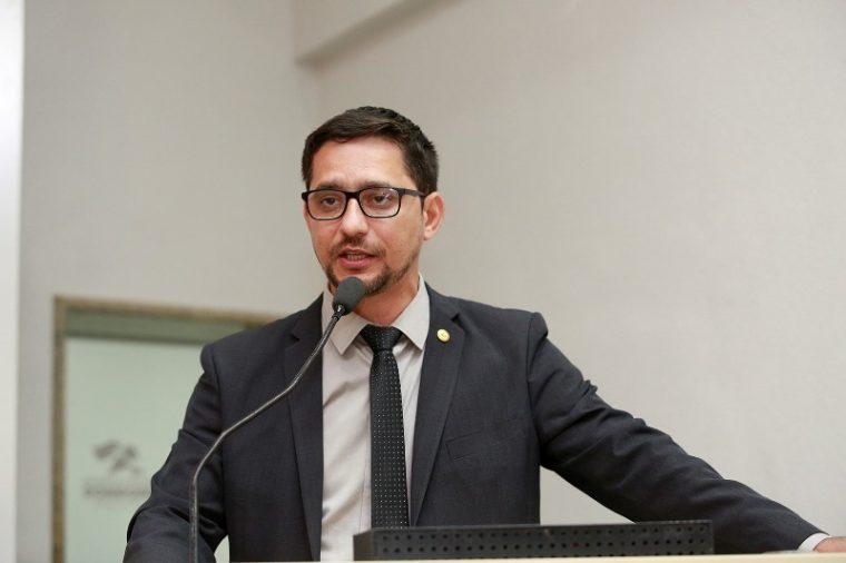 Anderson do Singeperon solicita desobstrução do canal natural do igarapé Maravilha