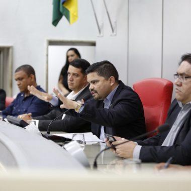 Deputado Jesuíno Bobaid debate regularização fundiária da escola Tiradentes