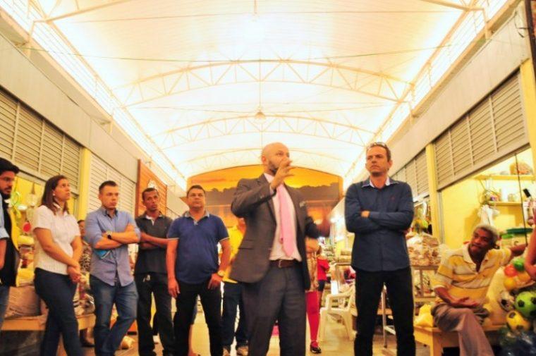 Aleks Palitot se reúne com feirantes do Mercado Central e ouve pedidos de melhorias