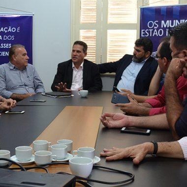 Maurão mobiliza poderes do estado por auxílio de R$ 100 milhões