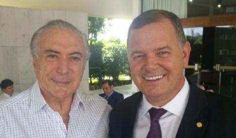 PULOU FORA – Com medo de rejeição, Lúcio Mosquini abandona Michel Temer