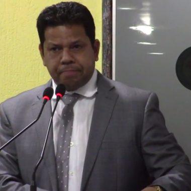 CAÇA FANTASMAS – Vereador vai fiscalizar servidores que saíram para festas de fim de ano e não retornaram ao trabalho