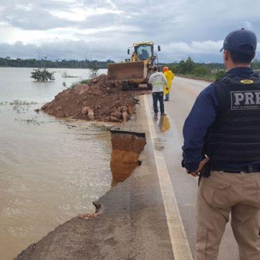 CHEIA – DNIT segue para BR 364 onde vai fazer reparos na rodovia e evitar isolamento – VÍDEO
