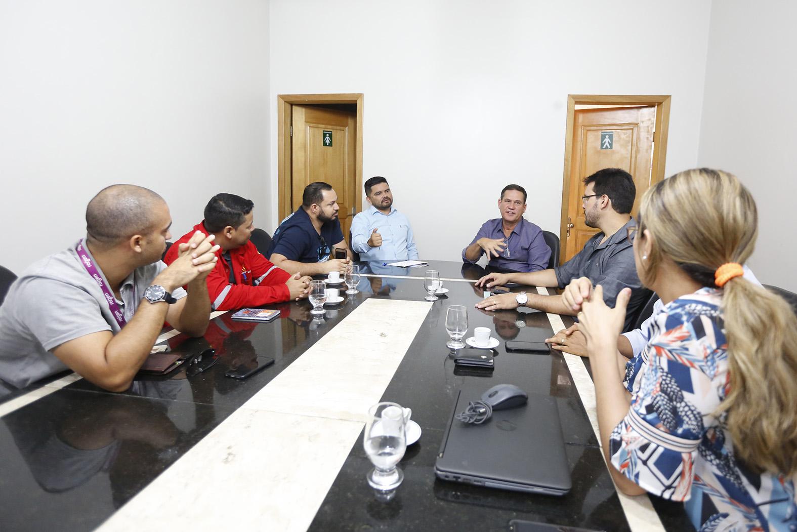 Dep Jesuíno e Maurão discutem demandas com representantes da Estrada do Belmont