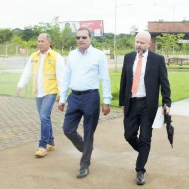 HOMENAGEM PÓSTUMA – Palitot e prefeito visitam monumento à Jorge Teixeira
