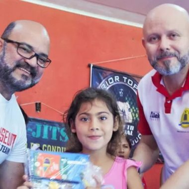 ATIVISMO: Professor Aleks Palitot visita projeto Social