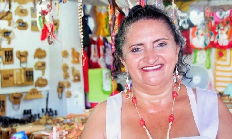 ECONOMIA SOLIDÁRIA - Aleks Palitot prestigia abertura da Semana do Artesão