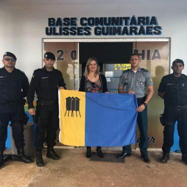 ULISSES GUIMARÃES – Vereadora Ada Dantas entrega bandeira para novo posto da PM