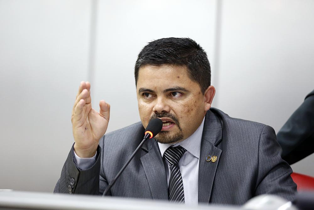 INÉRCIA – Deputado Jesuíno questiona situação precária da Escola de Música Jorge Andrade
