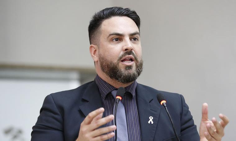 Léo Moraes indica criação e reativação de residências do DER