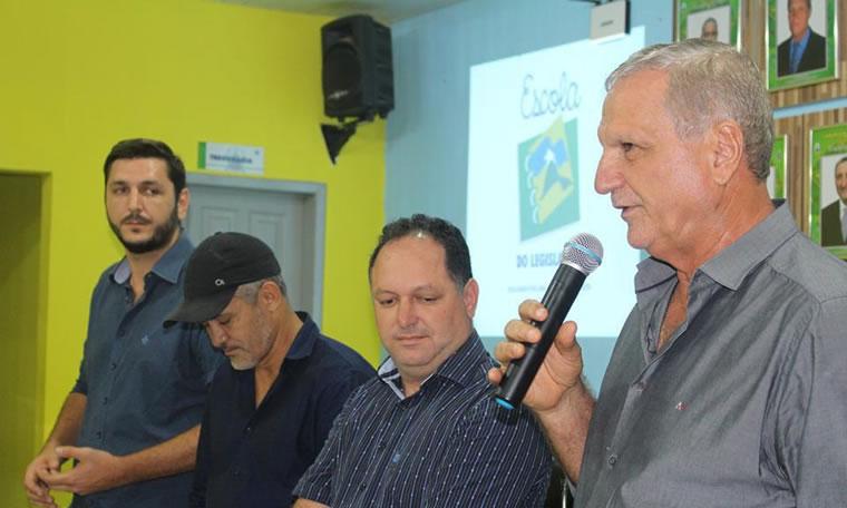 Adelino Follador destaca apoio da Escola do Legislativo