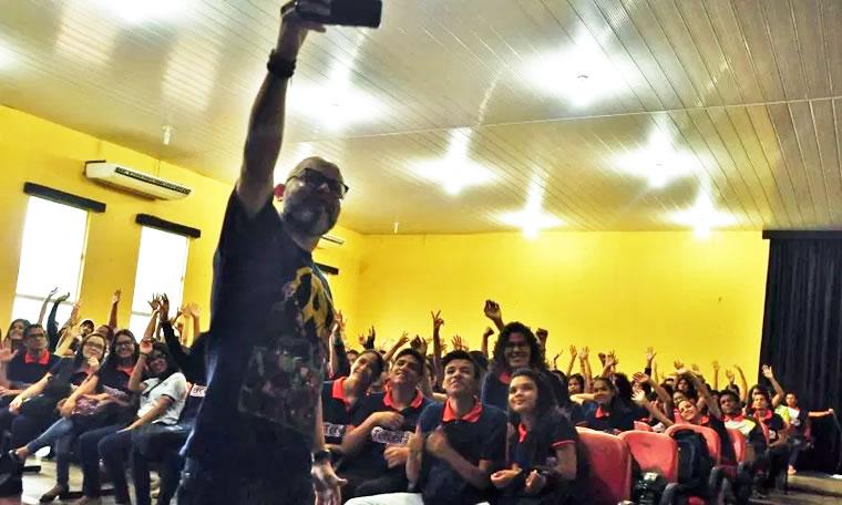 Aleks Palitot participa de projeto Aulão Enem na Zona Norte da Capital