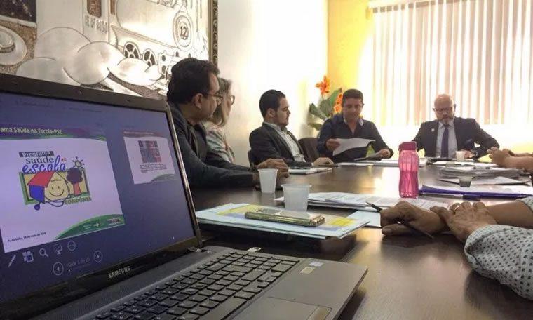 Aleks Palitot preside 5ª reunião da comissão de educação da Câmara