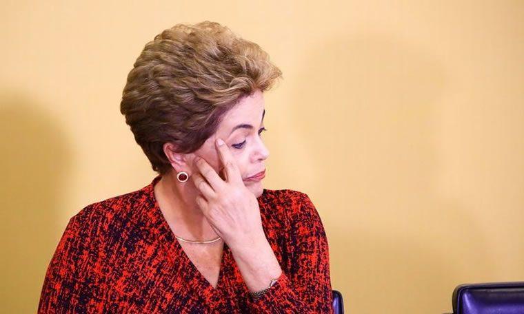 """""""Infelizmente, assinei a lei da delação premiada"""", diz Dilma"""