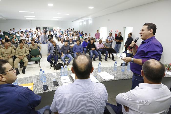Maurão participa de entrega de equipamentos em Machadinho
