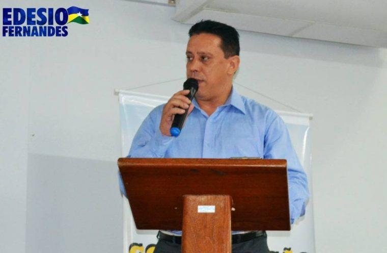 Vereador Edesio Fernandes prestigia seminário politico em escola na capital