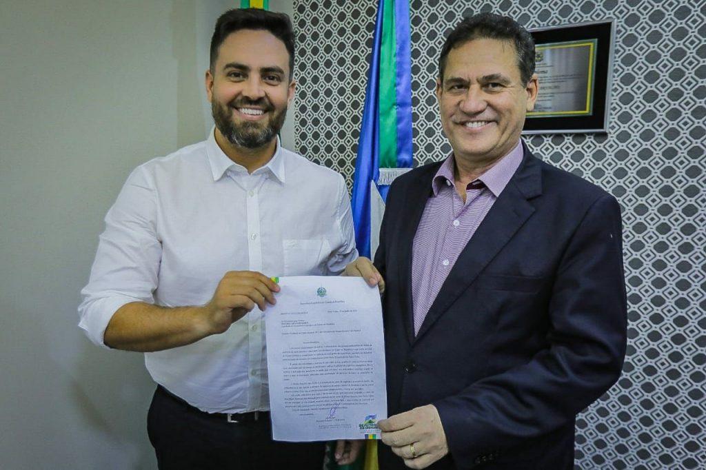 Léo Moraes entrega pedido de cedência do prédio da Ale para extensão do PS João Paulo II