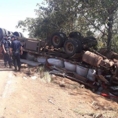 TRAGÉDIA – Motorista morre após colisão de carreta e caminhão na BR-364