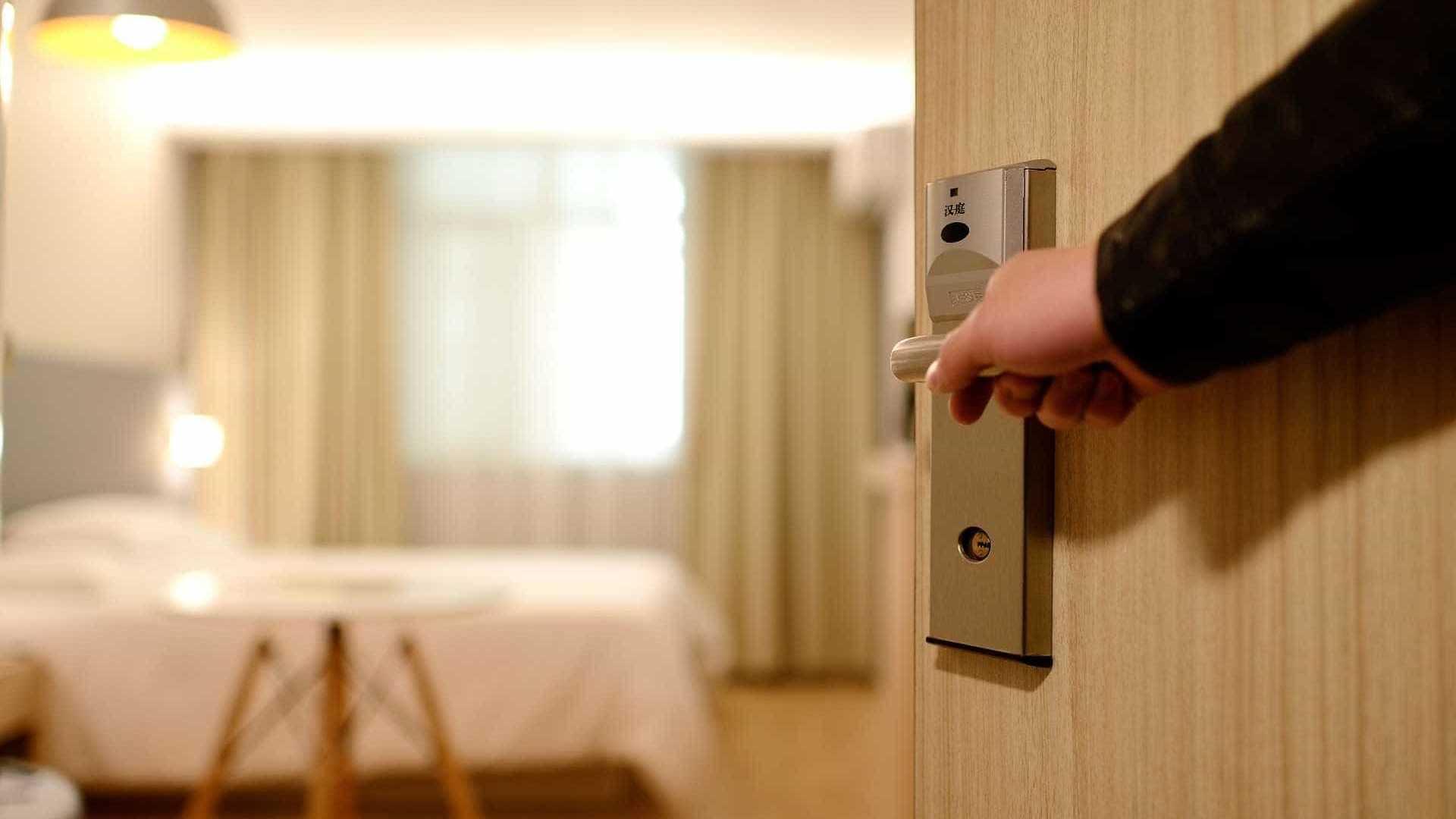 Cinco corpos são achados em hotel de bairro de luxo em Florianópolis