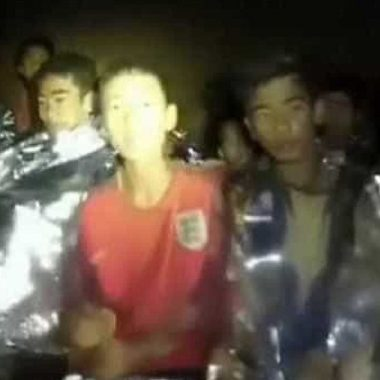 Fifa convida garotos tailandeses para entrega de melhor do mundo