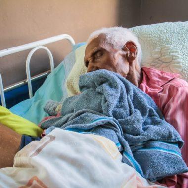 Idoso abrigado na Casa do Ancião de Porto Velho comemora 104 anos de vida