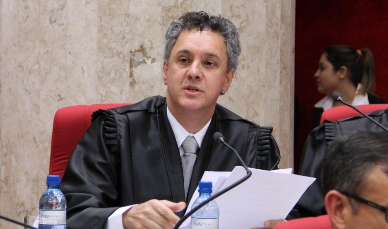 Relator da Lava Jato no TRF determina que Lula não deixe prisão