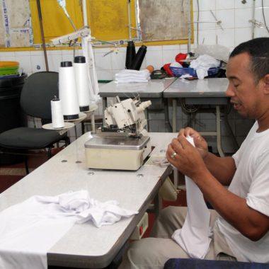Ateliê de costura capacita apenados em Porto Velho e dá oportunidade de trabalho