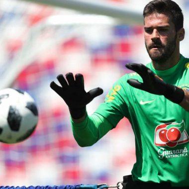 Roma aceita oferta do Liverpool pelo brasileiro Alisson: R$ 315 milhões